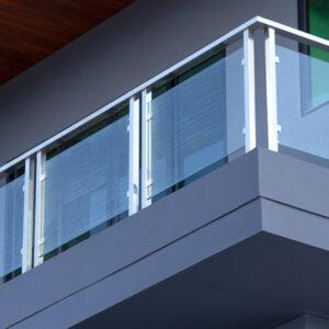 Somos especialistas en procesos de cristal templado y aluminio